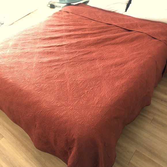 Clay Earthen Red Synthetic Silk Quilt King / Queen